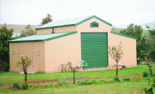 American Barn with 1 Roller Door