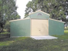 American Barn with 1 Roller Door